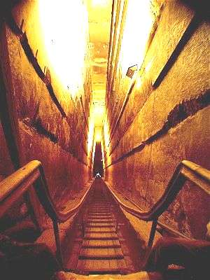 great-pyramid-passageway-to-burial-chamber