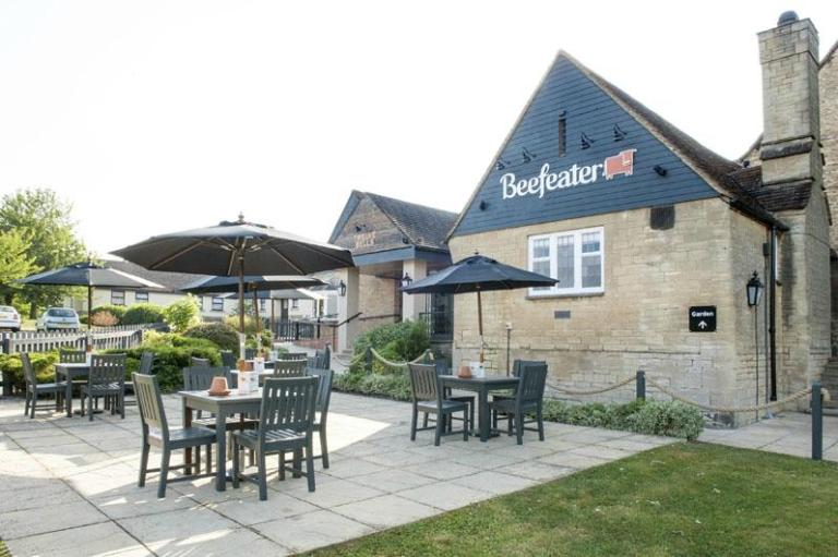twelve-bells-beefeater